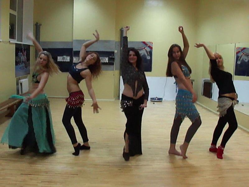 Восточные танцы Его разновидности, групповые и индивидуальные занятия постановка танца танцы в подарок
