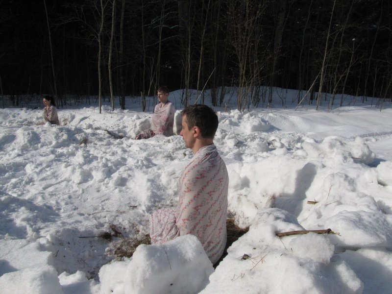 Февраль. Практика Туммо - сушка мокрых простыней на морозе.